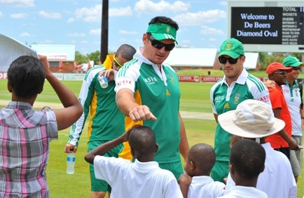 Think Wise Champion and South African cricket captain Graeme Smith, Faf du Plessis, Alviro Peterson and Wayne Parnell, along with members of the South African cricket teams coaching staff, today met a group of children orphaned and made vulnerable by AIDS, as part of an event to raise awareness of the HIV epidemic in South Africa and its effects on children in particular. omg wow