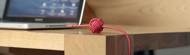 De Night Cable is een oplaadkabel voor de iPhone, met een verzwaard bolletje. Die voorkomt dat de kabel van tafel of nachtkastje glijdt.