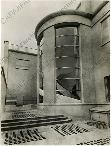 Hôtel particulier de M. Reichenbach, rue Alfred-Dehodencq, Paris 16e : vue ext. de l'escalier (1929-1932).