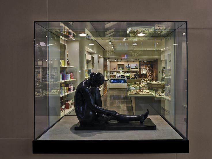 Metropolitan Museum of Art retail store by EOA / Elmslie Osler Architect, JFK Terminal 4