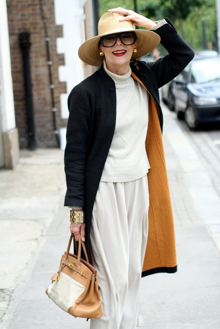 Advanced Style LadyFashion Glamour, Advanced Style, Chic, Old Lady, White Style, Lady Fashion, Timeless Style, Age Grace, Coats
