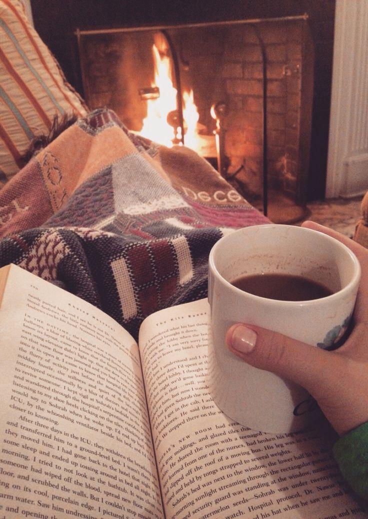Heerlijk om op een koude avond onder een fleece deken te kruipen met een goed boek en een kop koffie voor de open haard.