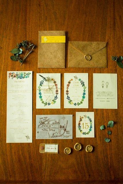 この画像は「手作り派のプレ花嫁必見♡おしゃれな結婚式の招待状デザイン40選♡」のまとめの36枚目の画像です