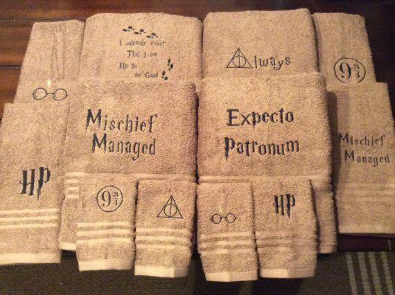 Serviettes de Harry Potter avec des phrases ou symboles que