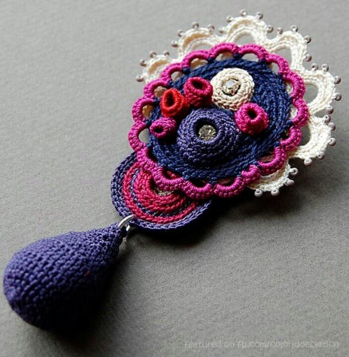 Crochet brooch ♥ Elin Thomas
