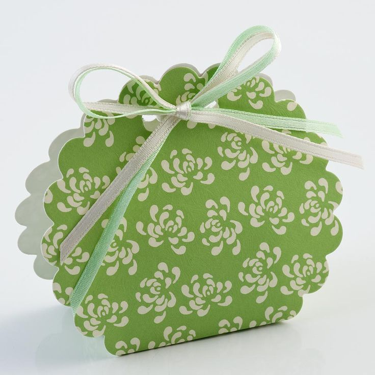 Part of the Vintage range of favours and boxes collection at www.matildasfavours.net UK retail supplier.