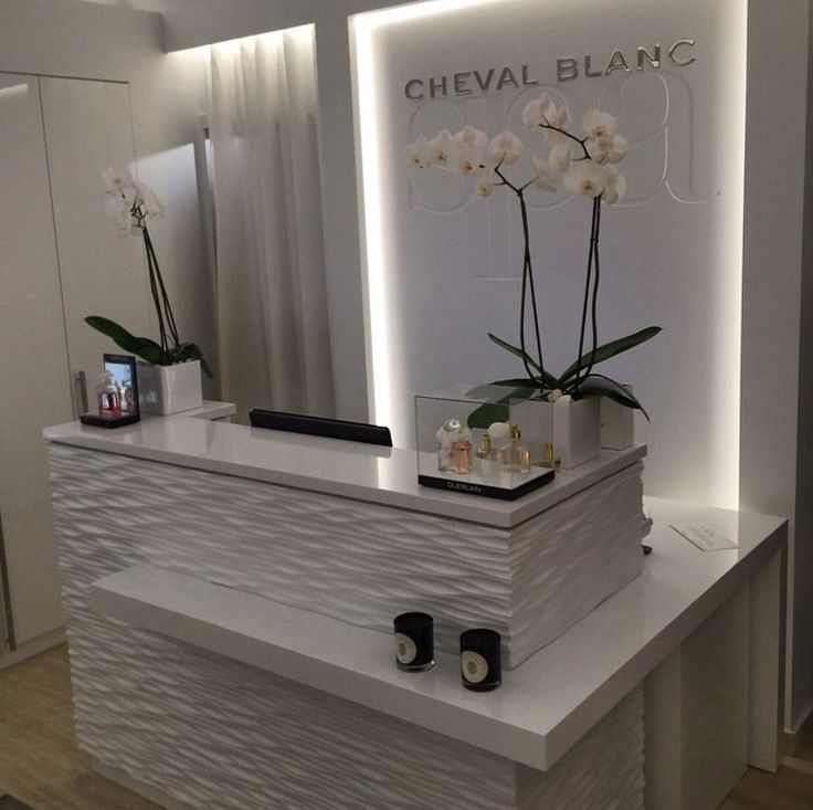 Reception desk con revestimiento, just a beauty and easy maintenance!
