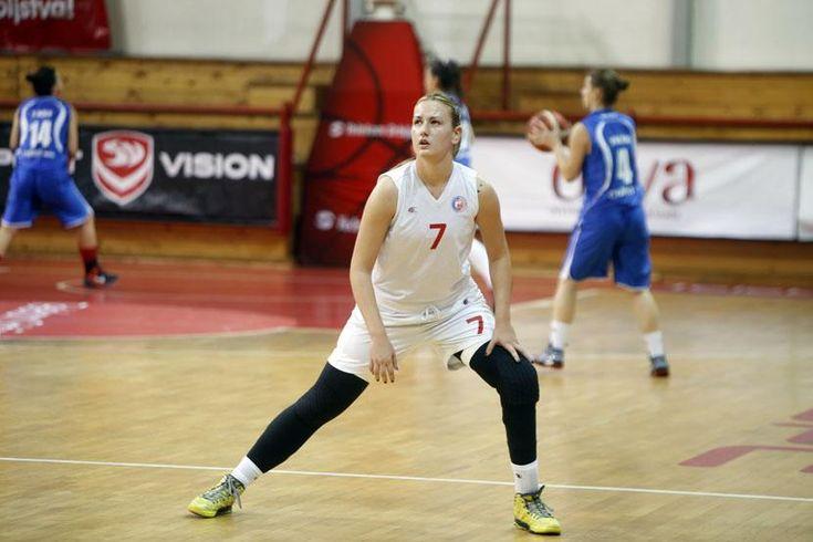A BBC felkereste Natasa Kovacsevicset, a korábbi győri kosárlabdázót, aki a 2013-as szörnyű baleset miatt elveszítette a bal lábának térd alatti részét. A szerb sportoló nem adta fel, visszaküzdötte magát, s művégtaggal most már újra az épek között játszik a Crvena zvezdában.