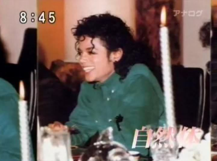 .♥ Michael Jackson ♥ - love his smile here!  Wonder what he was laughing about.....