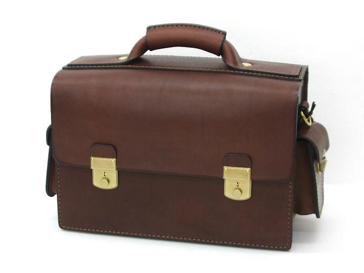鞄内部に樹脂板を入れたハードケース仕様の本革カメラバッグ「革鞄のHERZ公式通販」