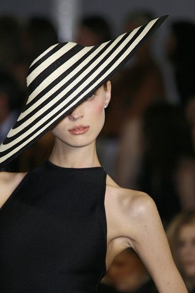 Love the monochrome striped sun hat and the high neckline on the black dress...very classy :p