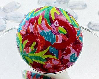 Tirez des fleurs tropicales colorées avec bouton de meuble flamant rose tiroir