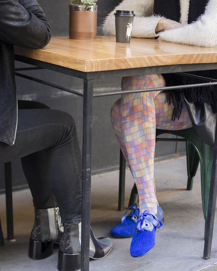 Amor azul. Zapatitos #Creativa de gamuza cuero grabado y apliques de cristal con lazos de raso.  Empezá la semana de la mejor manera: pasá por nuestro store y descubrí todos los modelos que entraron y conocé el nuevo espacio de Rebajas y Temporadas Anteriores. Te esperamos!  #LPStore Paraguay 782 http://ift.tt/1Pia5Uv  #luzprincipe #zapatos #luzprincipezapatos #amamosloquehacemos #hacemosloqueamamos #nofear #aw2017 #invierno #chicaslp #lpfans