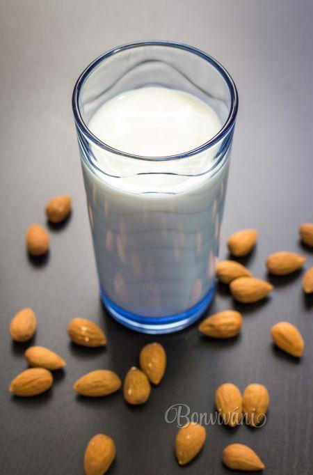 Domáce mandľové mlieko