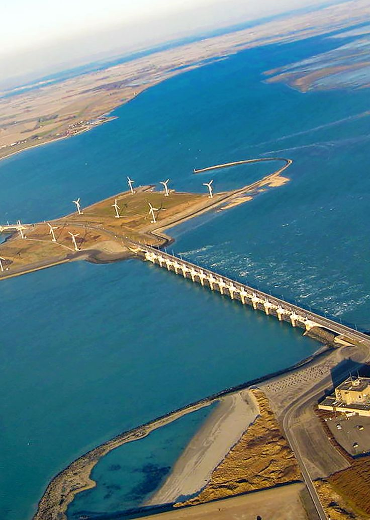 Have you heard of the Netherlands' Delta Works? Let me give you the 'low-down' about this majestic Wonder of the Modern World! | via http://iAmAileen.com/netherlands-delta-works-one-7-wonders-modern-world/ #travel #netherlands