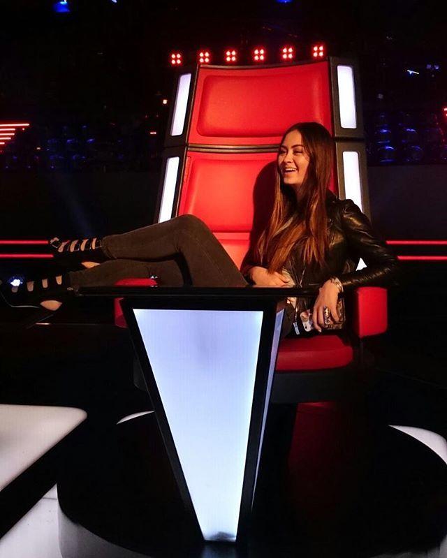 Jasmine Thompson   Judging you...