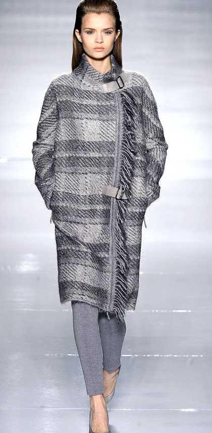 Прямое пальто в клетку имеет много плюсов - во-первых, прямое пальто практично…
