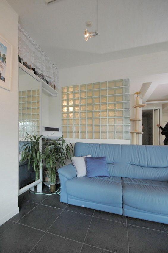 「部屋の行灯のようなガラスブロックの浴室 リビングから」コーディネートNo.185442