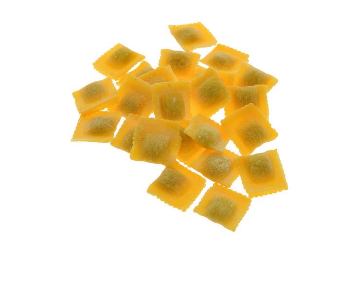 QUADRUCCINI - Pasta fresca all'uovo con ripieno - Cottura: 4 minuti. Ingredienti pasta: semola di grano duro, farina, uovo, sale. Ingredienti ripieno: carne bovina, mortadella, prosciutto crudo, carne suina, Grana Padano, carota, sedano, cipolla, sale, spezie. #Poggiolini #pasta #pastafresca #quadruccini #Toscana