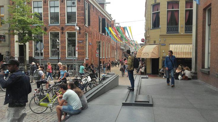 Groingen. We.n inkijkje in de Folkingestraat vanaf de Korenbeurs.