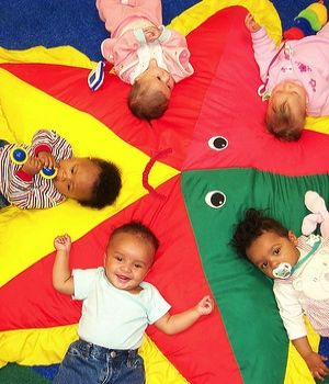 Seven signs of an awesome child care program by Ann Douglas from @canadianfamily