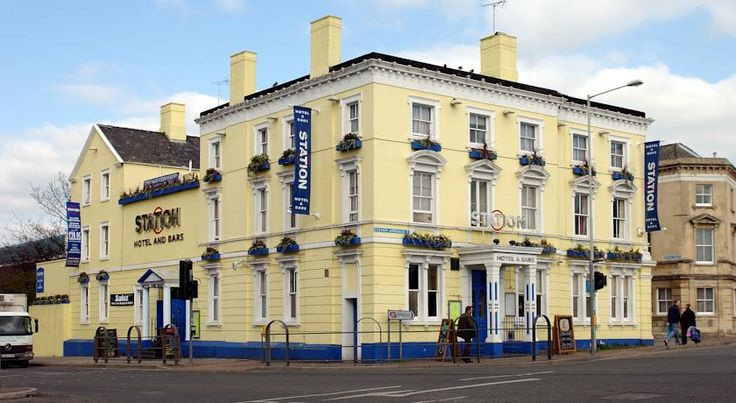 Station Hotel – RelaxInnz Gloucester Built in 1880, the Station Hotel is opposite Gloucester Train Station and a 5-minute walk from bustling Gloucester city centre. It has a bar and a restaurant serving home-cooked cuisine.