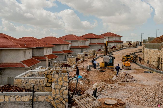 UNITED NATIONS — Defying extraordinary pressure from President-elect Donald J. Trump and furious lobbying by Israel, the Obama administration on Friday allowed the United Nations Security Council to adopt a resolution that condemned Israeli settlement construction.