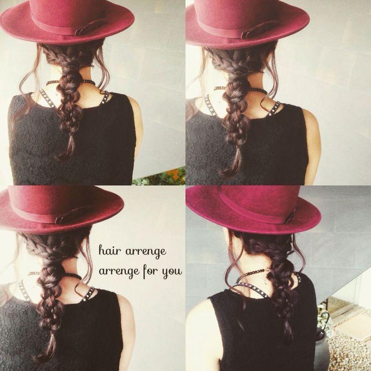 つば広帽子の使い方、もっと知りたい。ヘアアレンジとの組み合わせ技がグッとくる♡ | HAIR