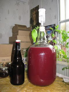 Blackberry mead - make your own! It is easier than you think, and satisfying to drink. Get your berries, honey, and read on for how to do it in your own kitchen.