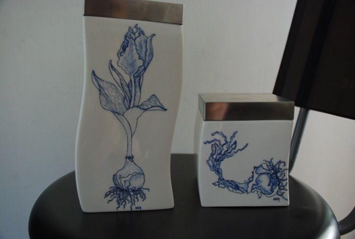 Delft blue tulip bulbs on Villeroy & Boch porcelain. Handpainted by Sabrina.