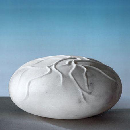 Not in Vain 1994, marmo statuario, Jaya Schuerch http://musapietrasanta.it/content.php?menu=artisti
