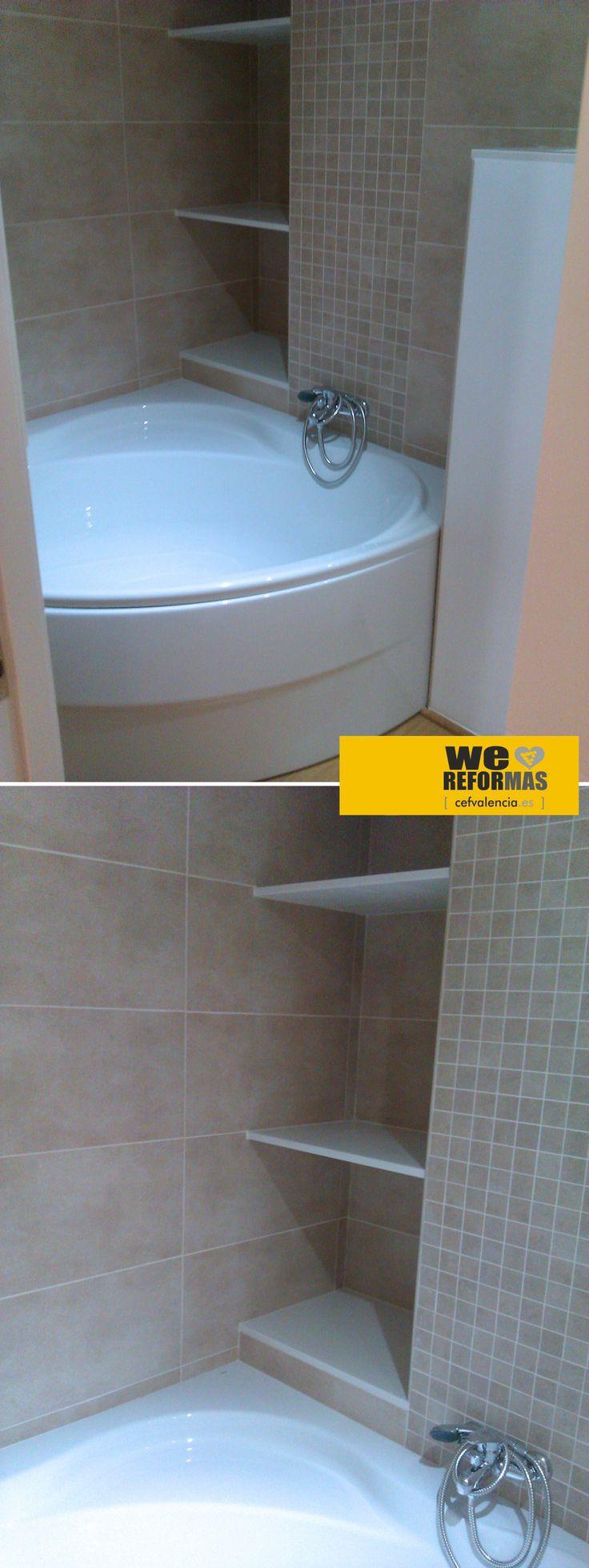 Aprovechando hueco de falseado de bajantes, conseguimos zona para guardar toallas en la reforma parcial de vivienda que llevamos a cabo en Zona Mestalla de Valencia.  Más fotos en:  www.cefvalencia.es/galeria/fotos-banos-gama-alta.html  CEF Valencia, proyectos y reformas integrales
