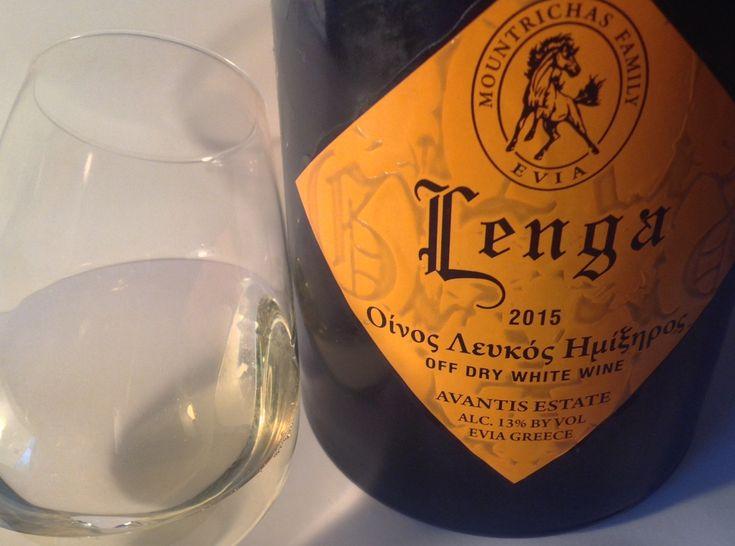 Λευκό κρασί από την ποικιλία Gewϋrztraminer οινοποιημένη από την οινοποιία Κτήμα Αβαντίς. ΒΑΘΜΟΣ 87/100
