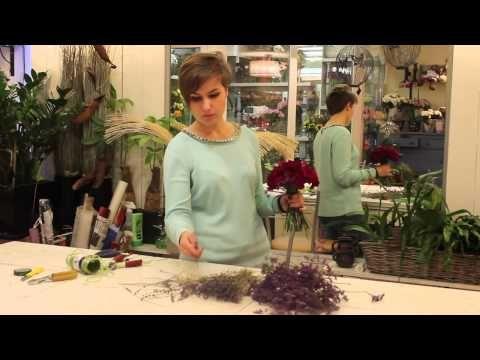 Уроки флористики. Виктория Орлова - небольшой круглый букет с розами и лавандой - YouTube