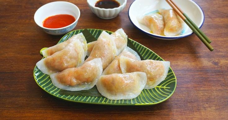 These are classic street-food snacks in Malaysia. They are filled with stir-fried yam bean or also known as jicama. For vegetarian option,...