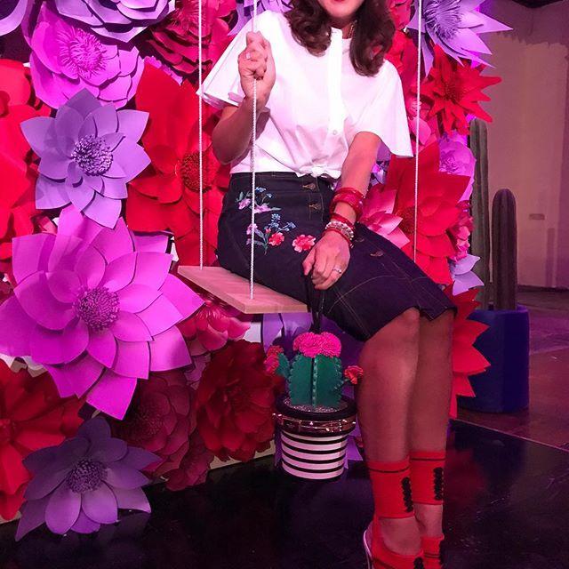 In a colourful mood with @katespadeny 🌵 Que les parece mi bolsa en forma de cactus de su nueva colección inspirada en México? #fashionmy❤️ #moalmada #KateSpadeXoMexico #KateSpadeMX