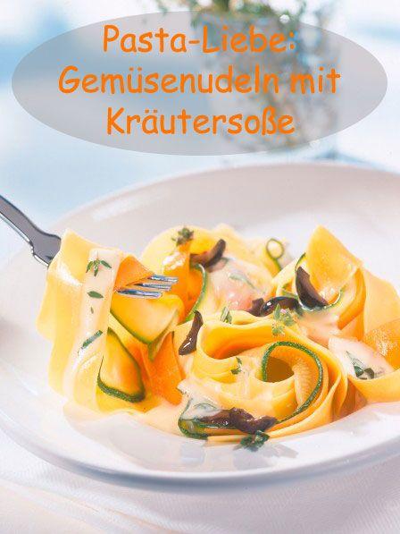 Schnelles Rezept: Knackiges Gemüse mit leckeren Nudeln