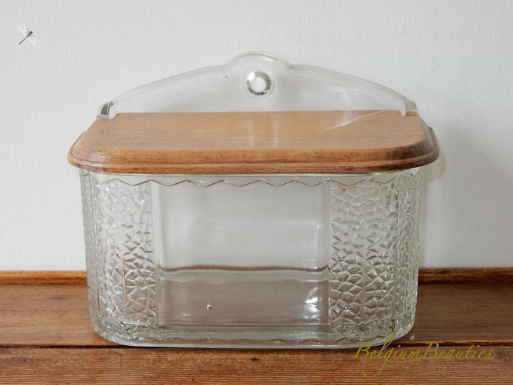 Zeldzaam vintage retro glas zoutvat hout deksel 1950s keuken art deco decoratie kruiden peper & zout stel geperst glas salt tank salière door BelgianBeauties op Etsy