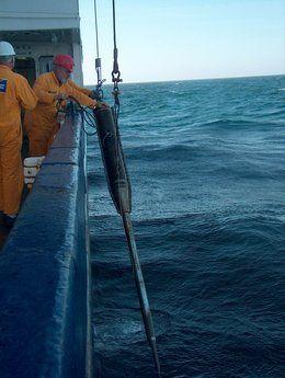 Datenlogger-Einsatz der Tiefwasser FFCPT vor Chile, Uruguay, im Mittelmeer (Kreta, Ligurien) sowie in Nord- und Ostsee. Sie misst den Porendruck hochauflösend mit Differenzdrucksensoren und kann autark oder per Telemetrie über den Schiffsdraht betrieben werden.