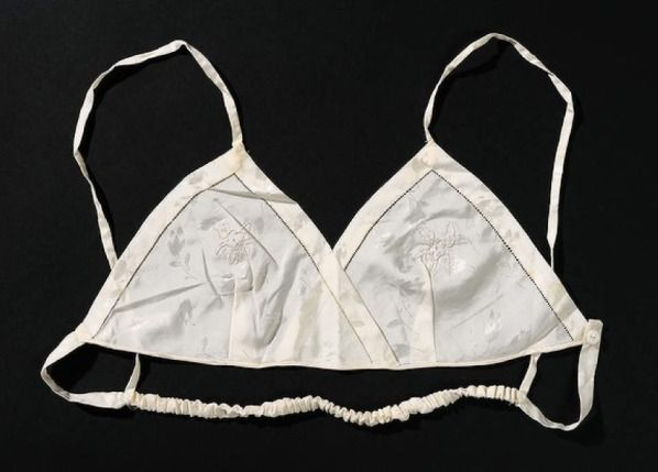 Mary Phelps Jacob: The Modern Brassiere  Jacobs was awarded a US patent in 1914 for a Brassiere that supported the breasts up from the sho...