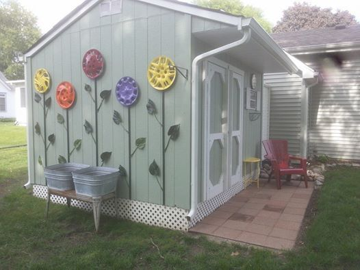 Neighbors hub cap flower garden. Neato!