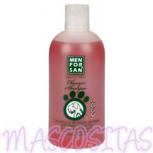 Champú MENFORSAN REPELENTE EXTRACTO DE NEEM, durante el proceso de lavado elimina pulgas, garrapatas, chinches y ácaros de la piel y el pelaje.