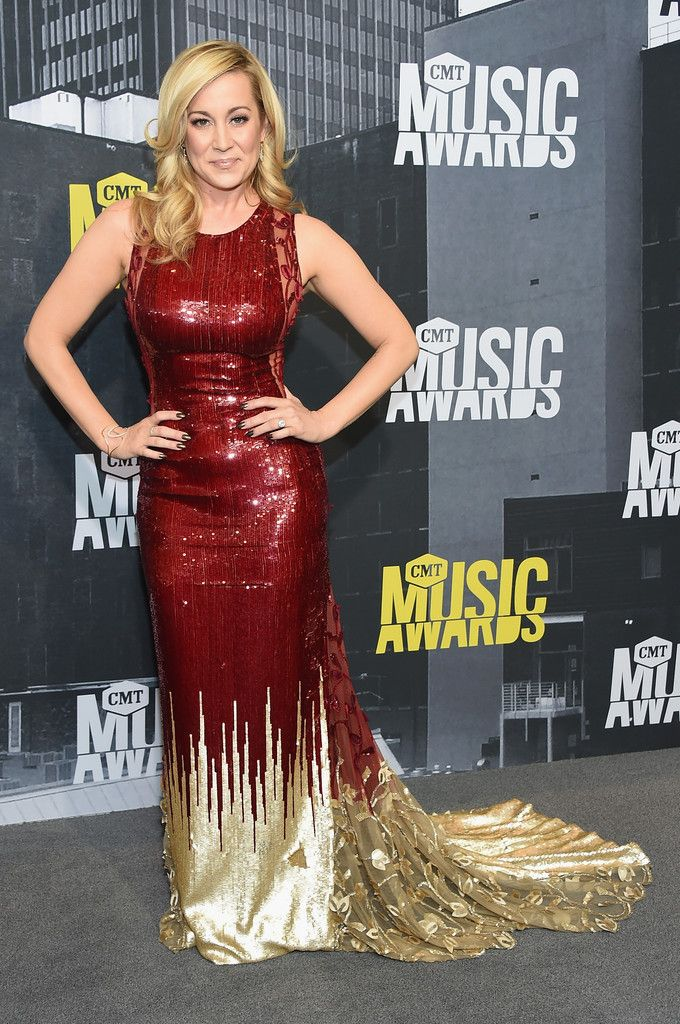 Kellie Pickler in Georges Chakra Couture - Every Look from the 2017 CMT Music Awards - Photos