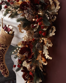 NM EXCLUSIVE Pre-lit Burgundy & Gold Christmas Garland