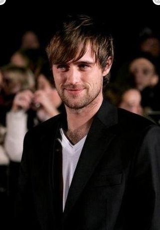 Jonas Armstrong as Elmar, son of Arligon and Elise, husband of Alande and father of Erane. Fourth generation Asagai