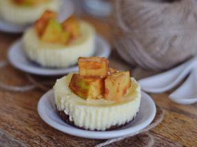 Cheesecaky s karamelom a jabĺčkom