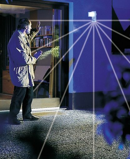 Detect The Movements Of A Stranger Thief Intruders With This Automatic Outdoor Flood Light