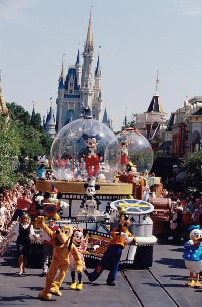 Lands Of Magic Kingdom | magic kingdom spectro magic parade disney vacation
