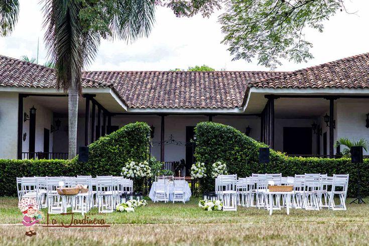 Eventos La Jardinera 20 años de experiencia en la conceptualización y ejecución de eventos. Visite nuestro sitio web:www.eventoslajardinera.com Síguenos @bodaslajardinera  #eventos #matrimonio #bodas #decoraciondebodas #weddingplanner