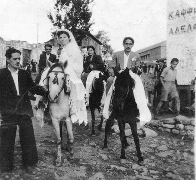 Γάμος μιας άλλης εποχής,η μεταφορά της προίκας με τα άλογα,τα κλαρίνα οι χοροί!